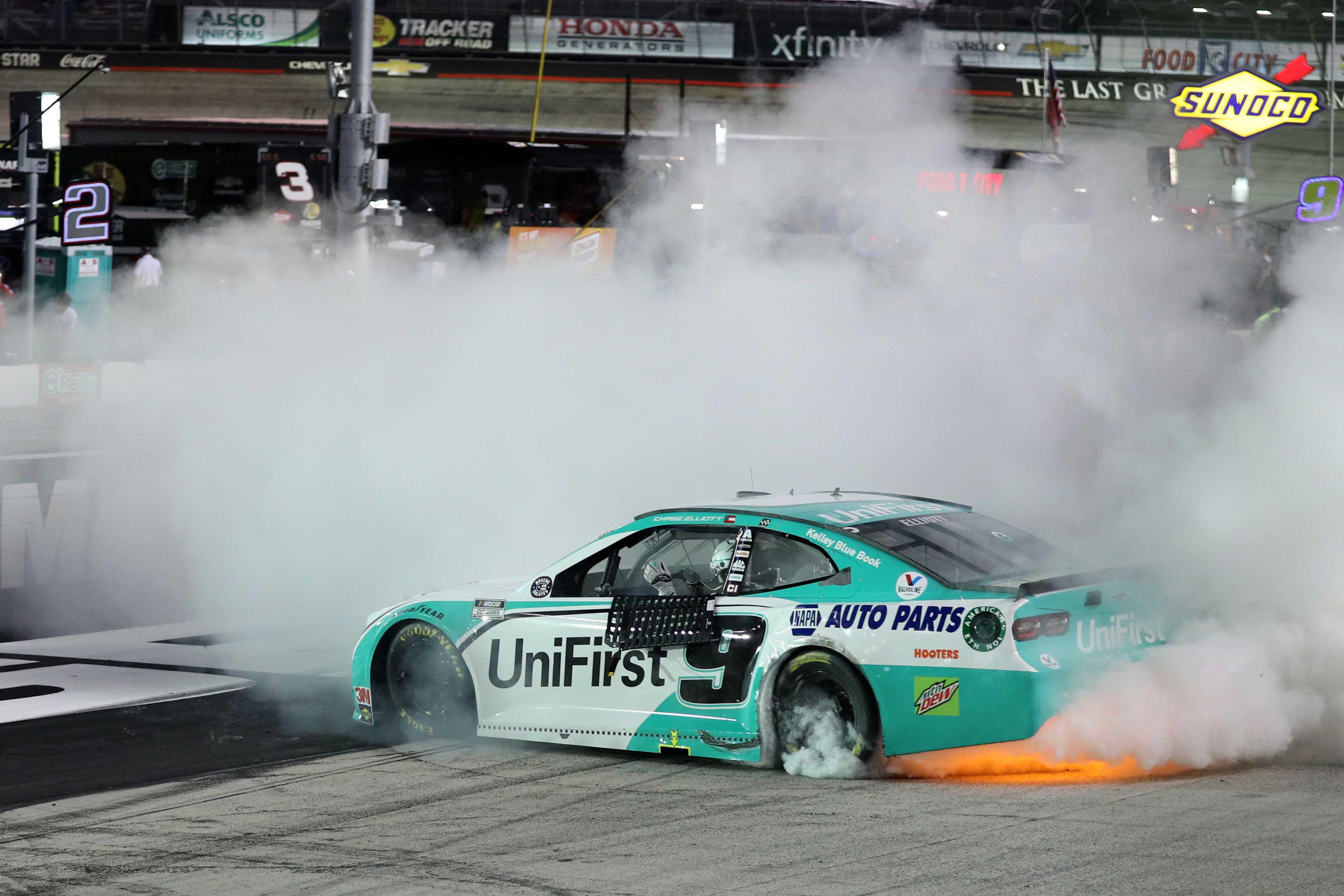 Chase Elliott wins at Bristol Motor Speedway - Burnout - Underglow lights