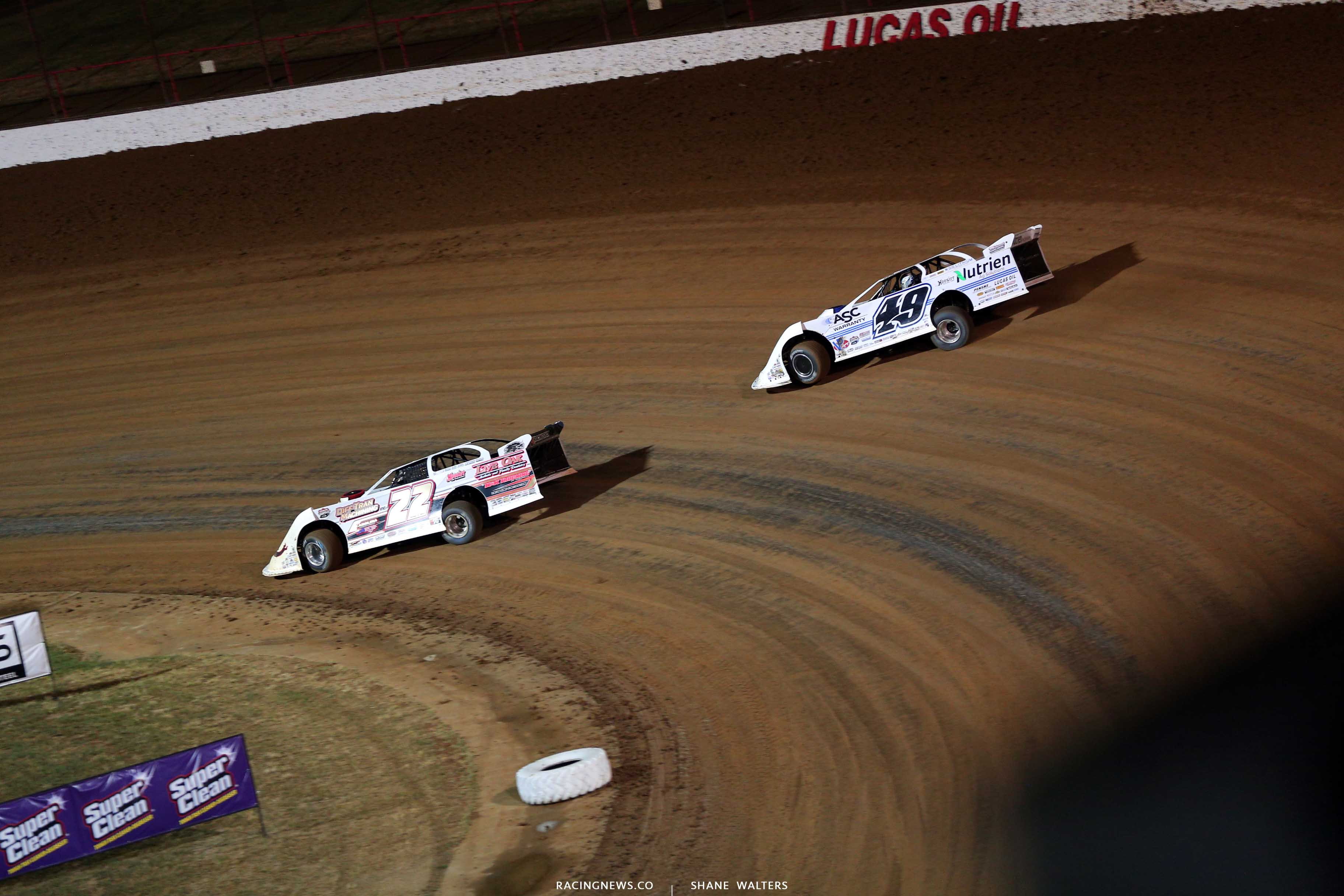 Chris Ferguson and Jonathan Davenport in the Diamond Nationals at Lucas Oil Speedway - LOLMDS 9810