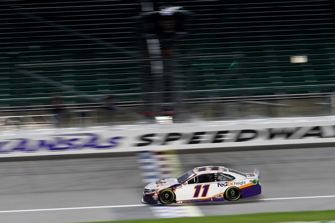 Denny Hamlin wins at Kansas Speedway - NASCAR Cup Series