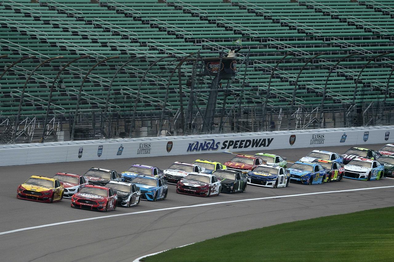 Joey Logano and Kevin Harvick - NASCAR Cup Series at Kansas Speedway