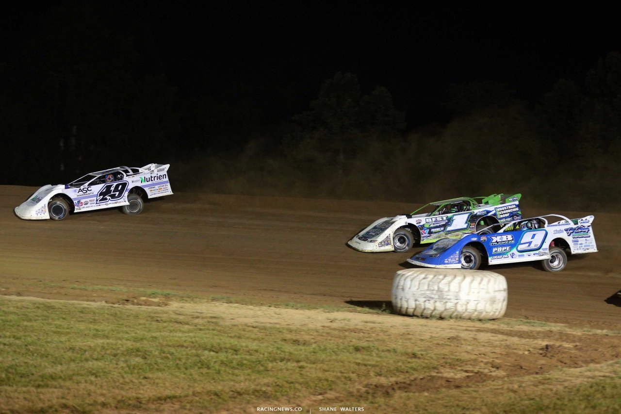 Jonathan Davenport, Tyler Erb and Devin Moran at Muskingum County Speedway - Lucas Oil Series 7816