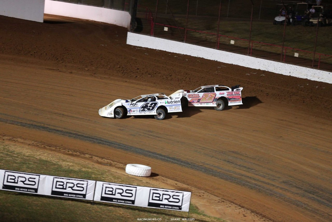 Jonathan Davenport and Chris Ferguson at Lucas Oil Speedway 9832