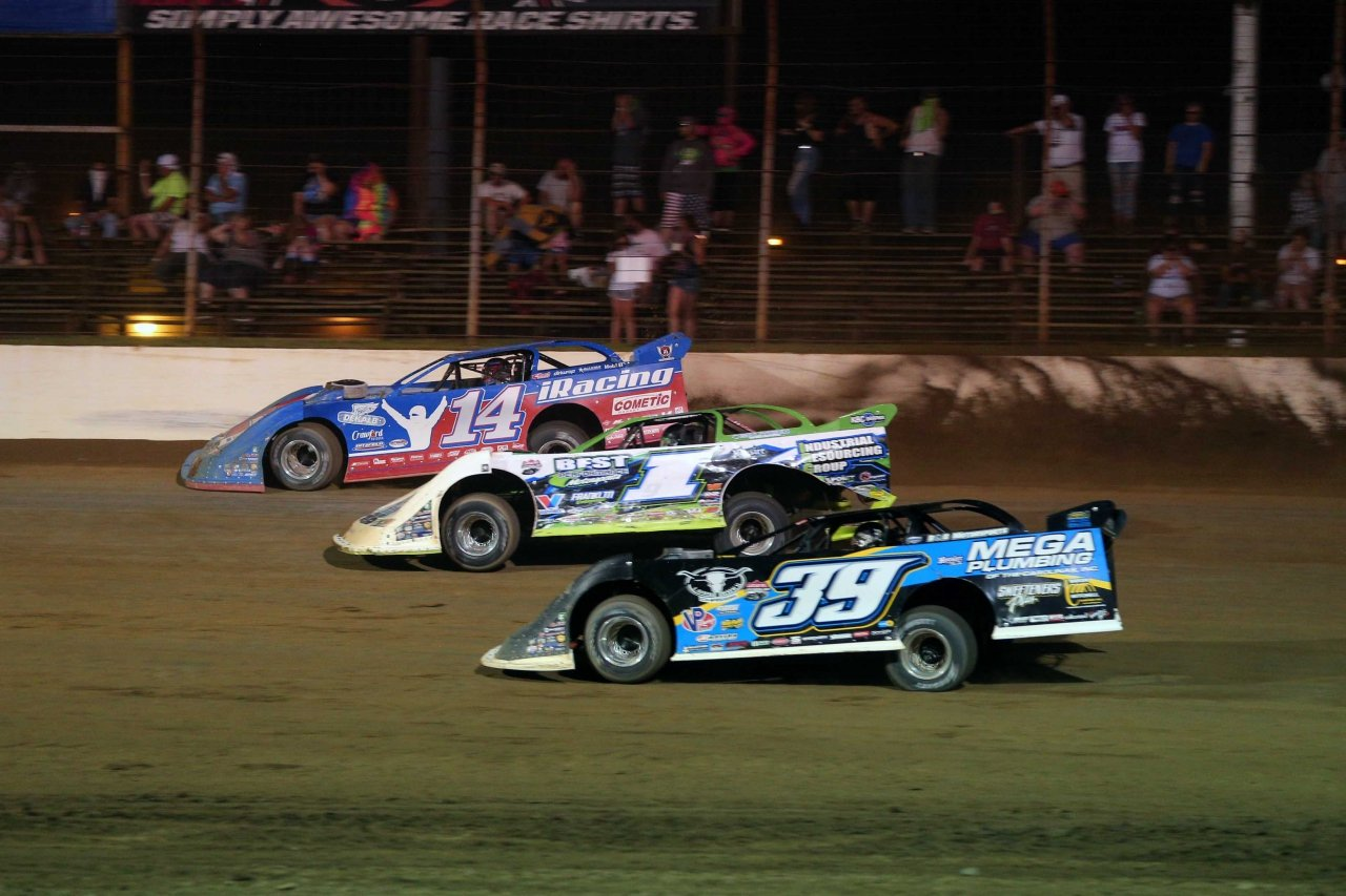 Josh Richards, Tyler Erb and Tim McCreadie three wide at Portsmouth Raceway Park - Lucas Oil Late Model Dirt Series 8148