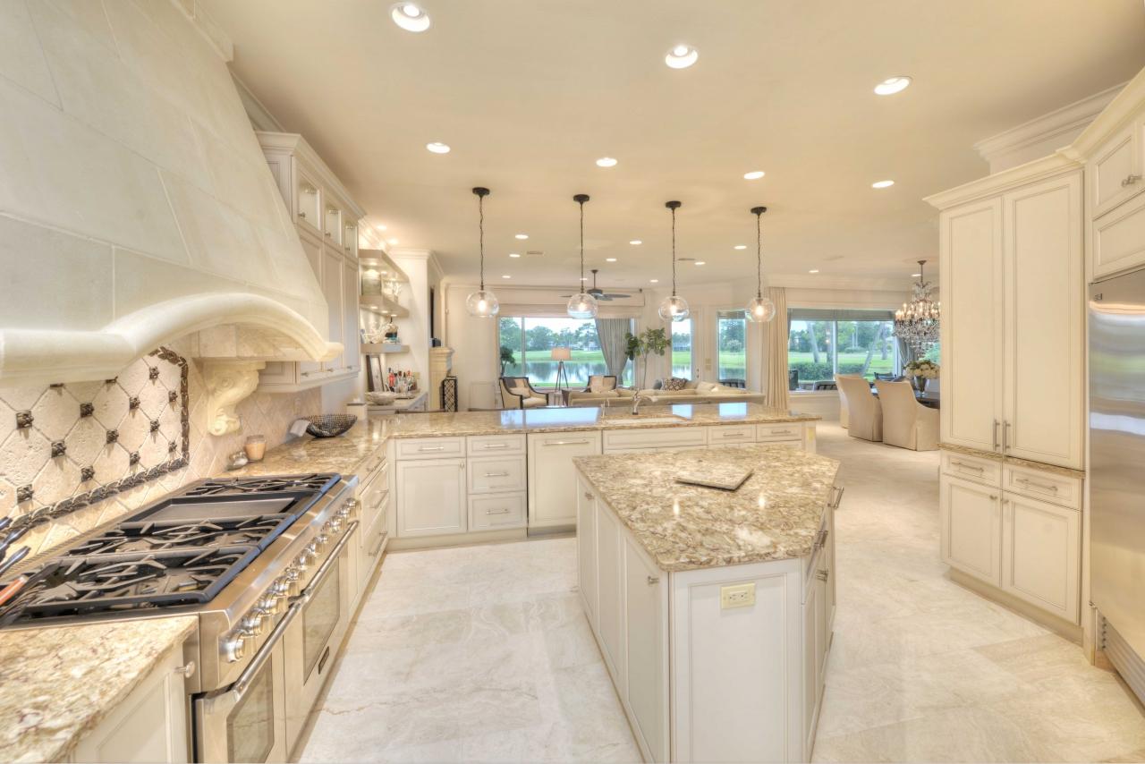 Kitchen - Florida home