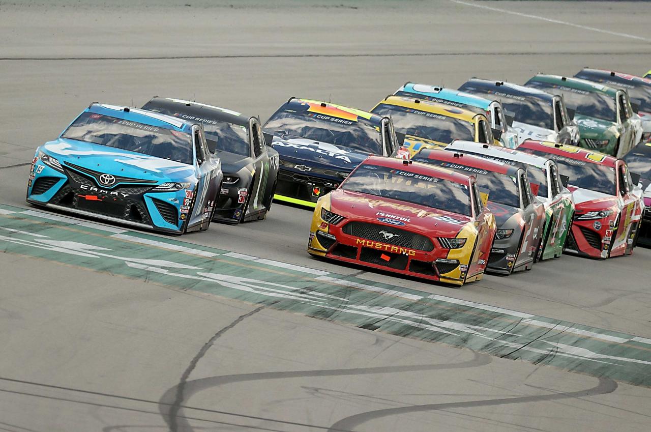 Martin Truex Jr and Ryan Blaney - Kentucky Speedway - NASCAR Cup Series