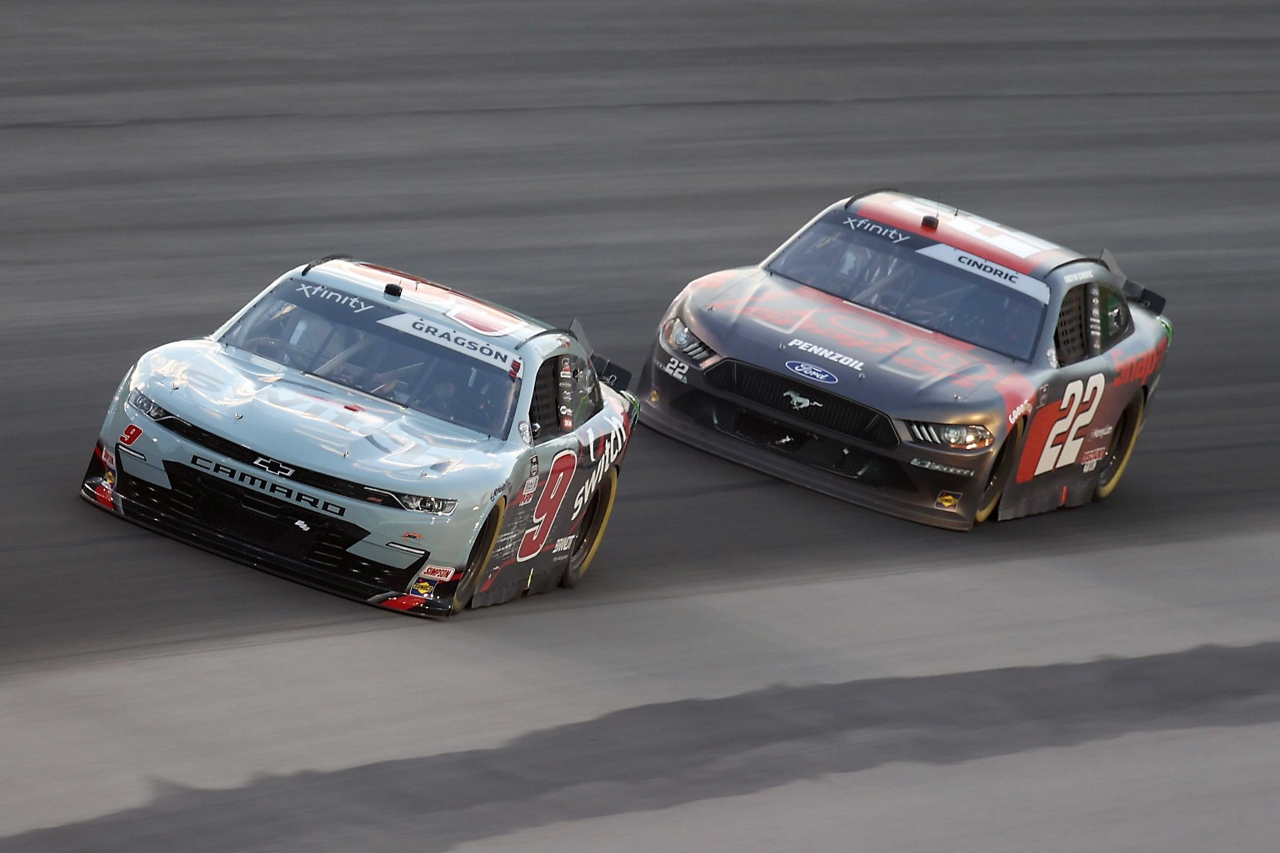 Noah Gragson and Austin Cindric at Kentucky Speedway - NASCAR Xfinity Series