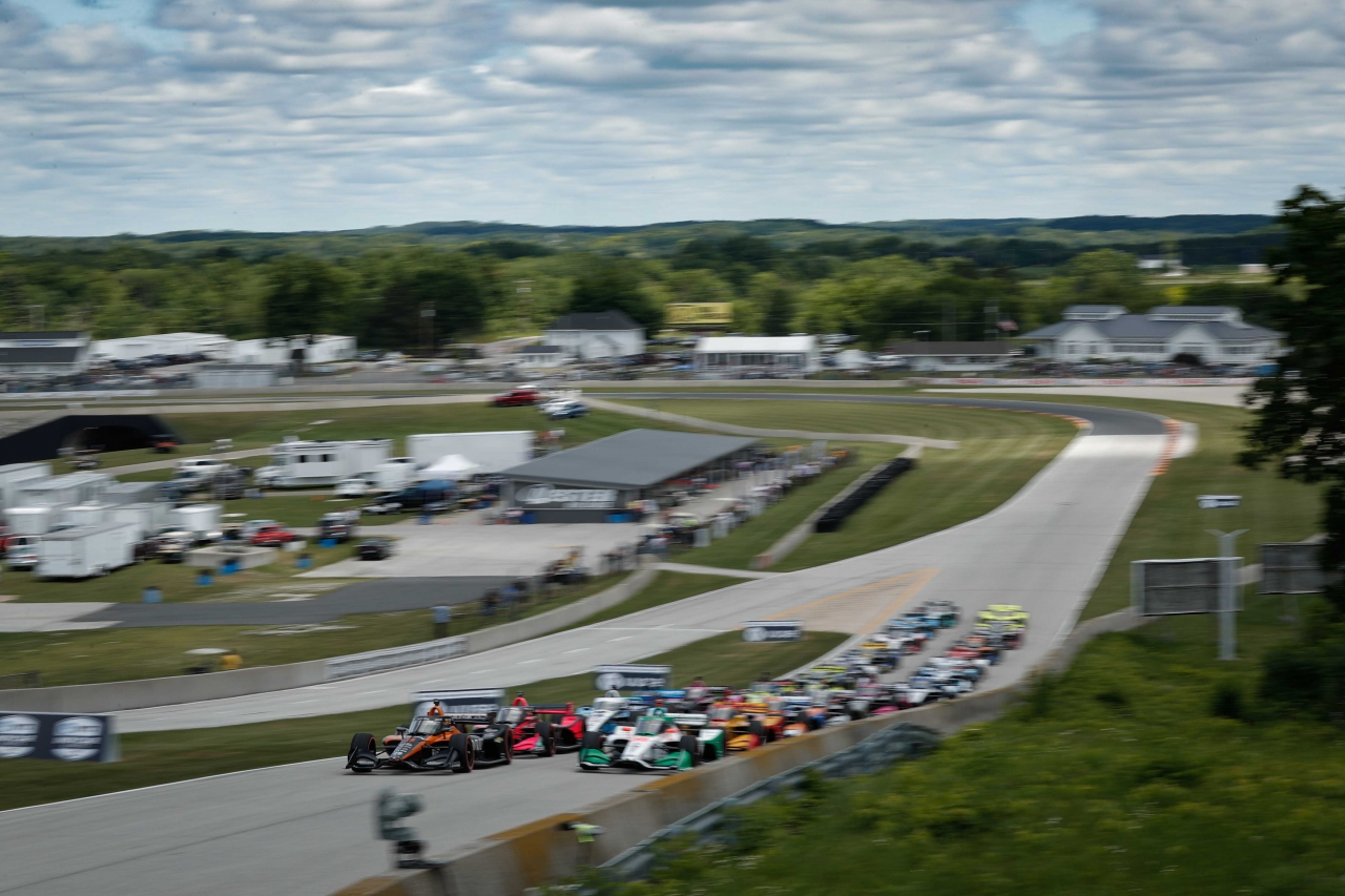 Pato O'Ward leads at Road America - Indycar Series