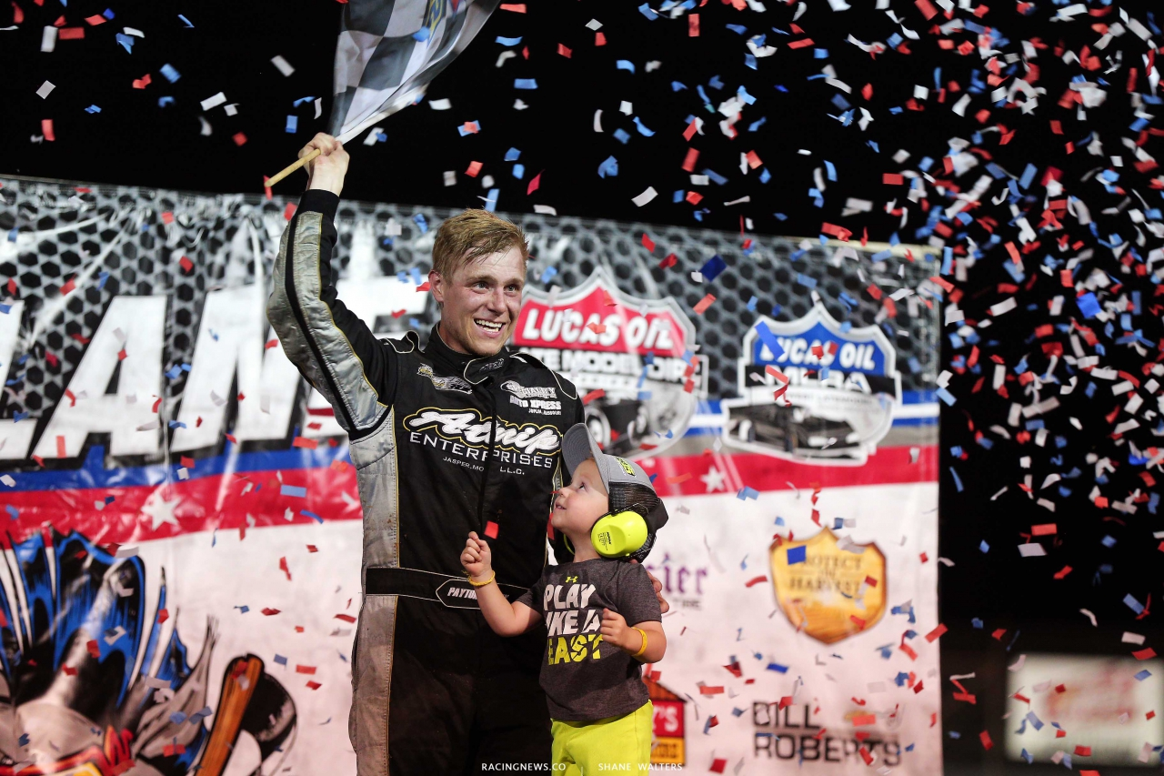Payton Looney and his son in victory lane at Lucas Oil Speedway - 2020 Show Me 100 winner - Lucas Dirt 9542