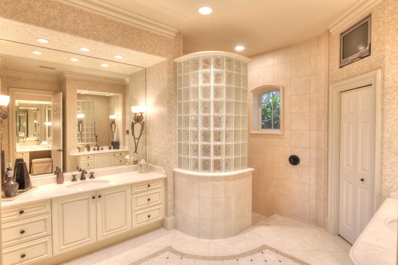 Shower - Florida mansion