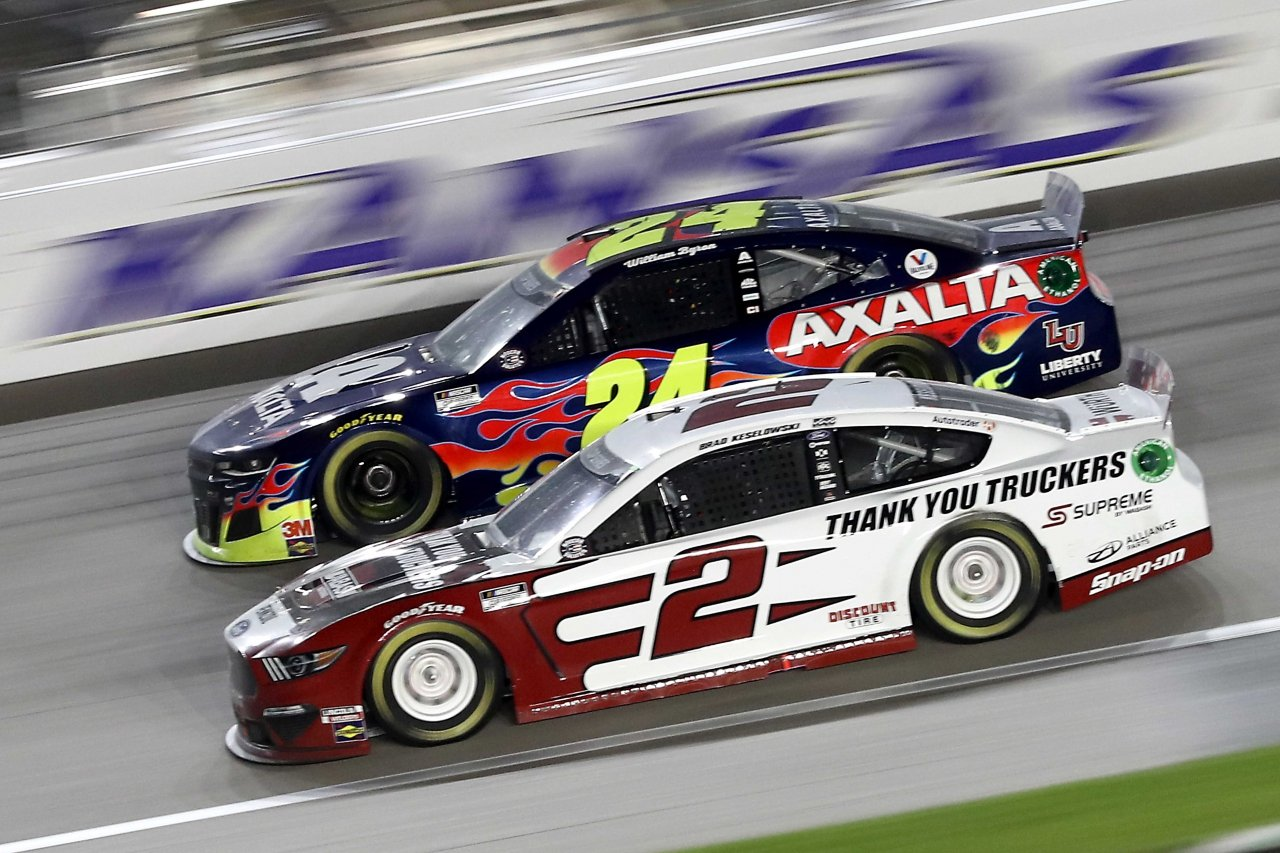 William Byron and Brad Keselowski at Kansas Speedway - NASCAR Cup Series