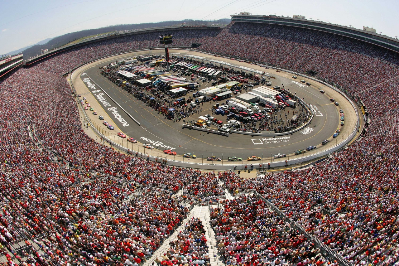 Full crowd at Bristol Motor Speedway in 2007