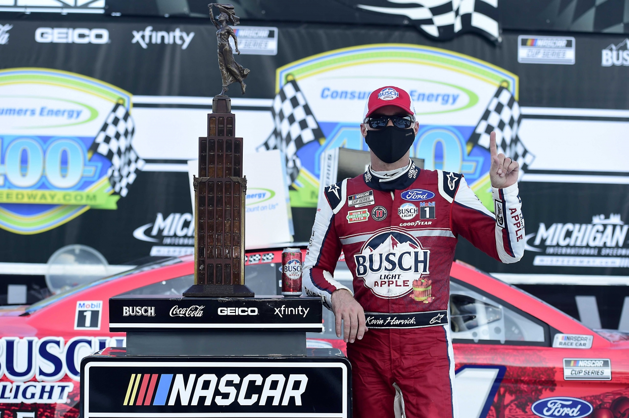 Kevin Harvick in victory lane at Michigan International Speedway - NASCAR Cup Series