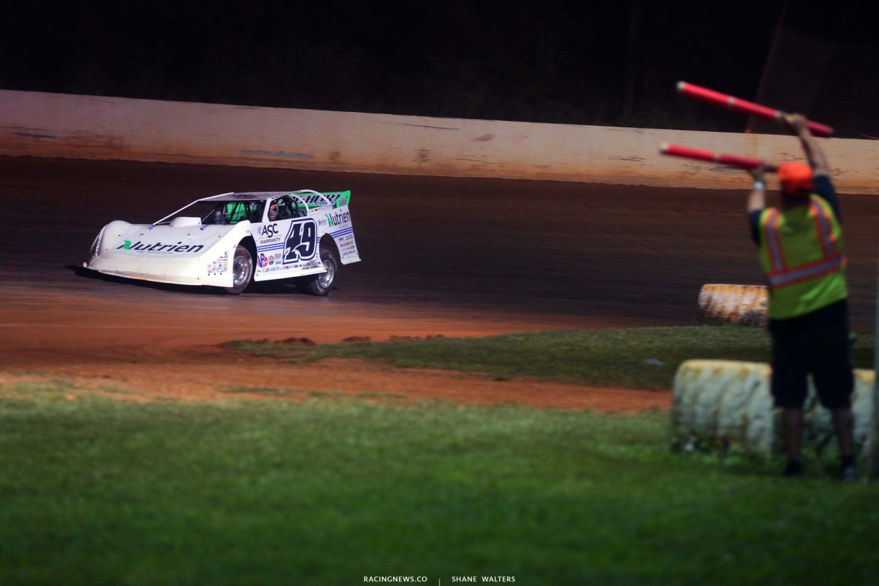 Jonathan Davenport and crew at Ponderosa Speedway - Lucas Oil Late Model Dirt Series 3054