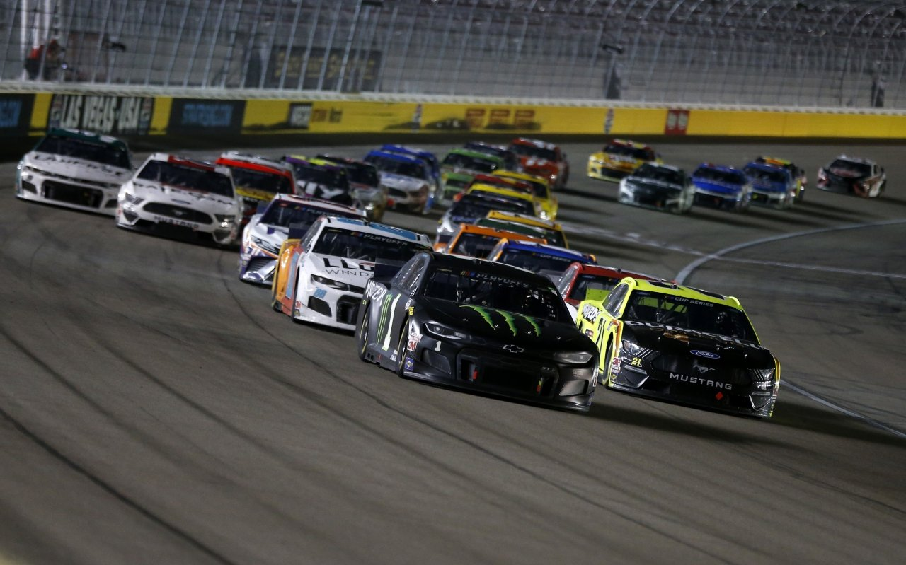 Kurt Busch and Matt DiBenedetto at Las Vegas Motor Speedway - NASCAR Cup Series