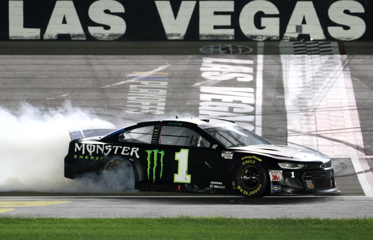 Kurt Busch at Las Vegas Motor Speedway - NASCAR Cup Series - Burnout