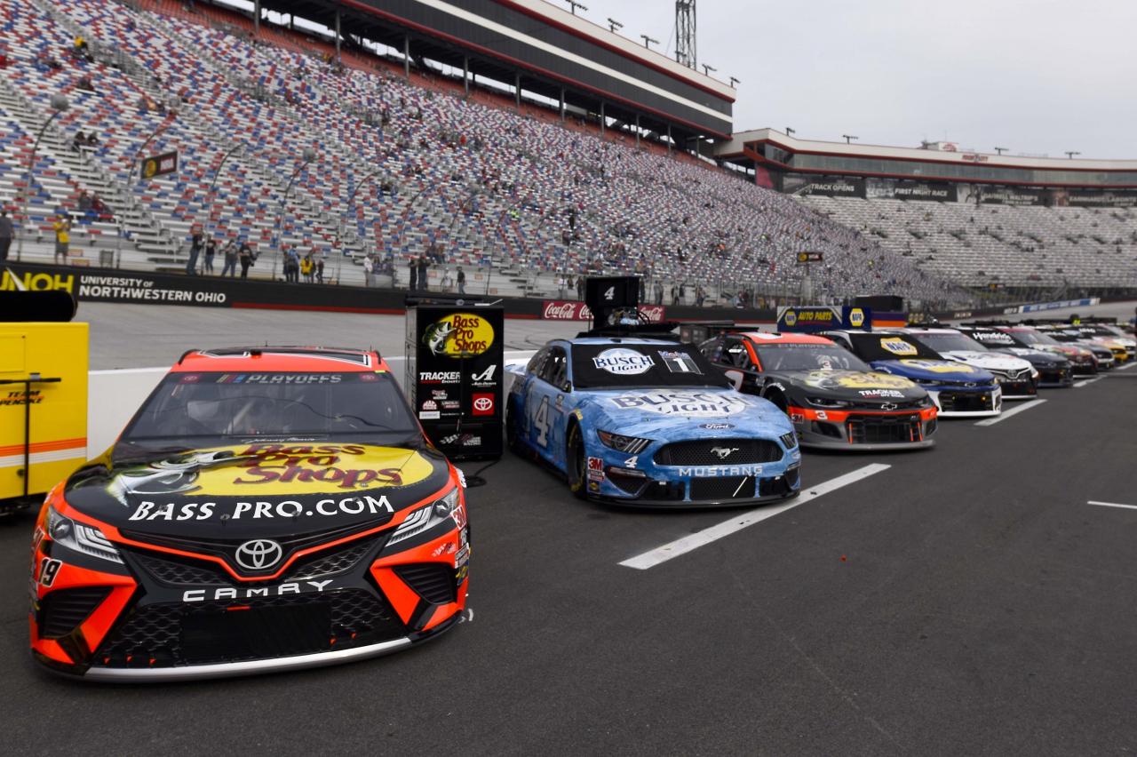 Martin Truex Jr, Kevin Harvick - Bristol Motor Speedway - NASCAR Cup Series