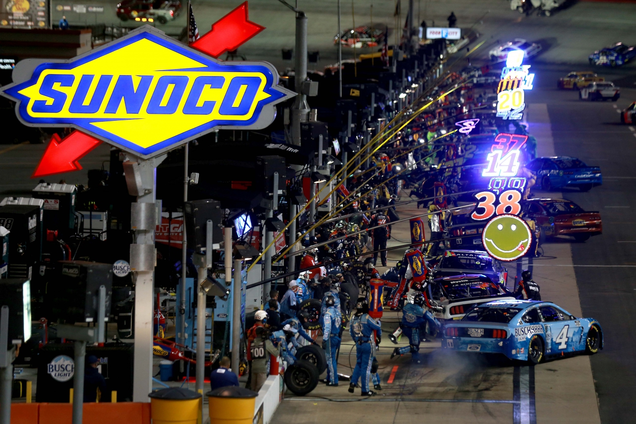 NASCAR Pit stops at Bristol Motor Speedway - Kevin Harvick