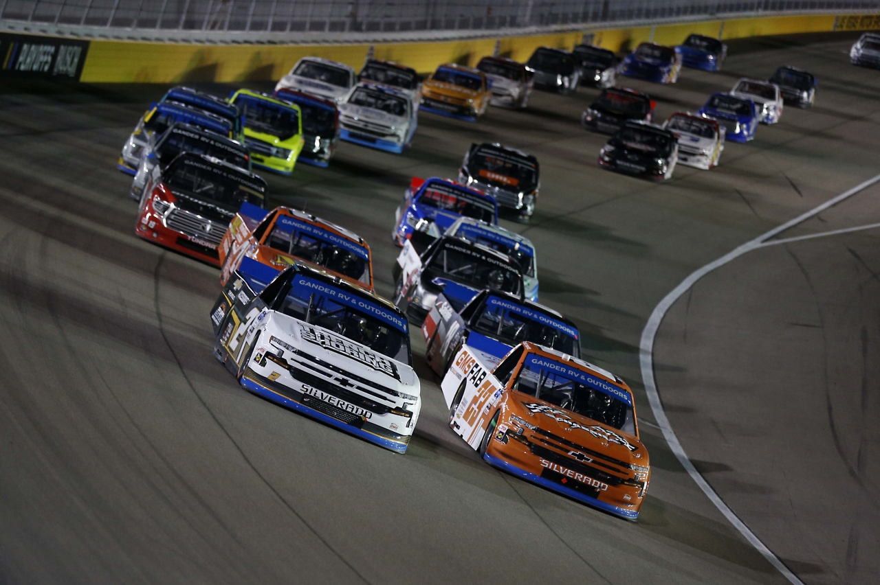 Sheldon Creed and Brett Moffitt at Las Vegas Motor Speedway - NASCAR Truck Series