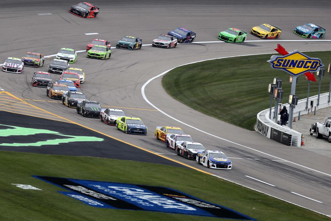 Chase Elliott - NASCAR pit stops