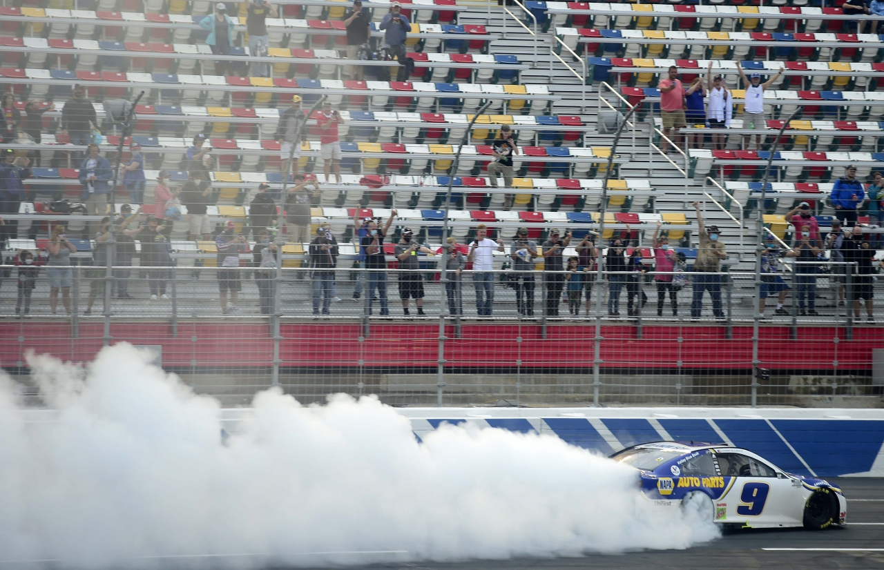 Chase Elliott wins on the Charlotte Roval - NASCAR Cup Series - Burnout