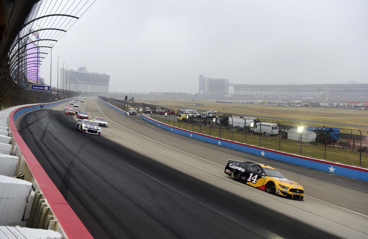 Clint Bowyer leads at Texas Motor Speedway - NASCAR Cup Series
