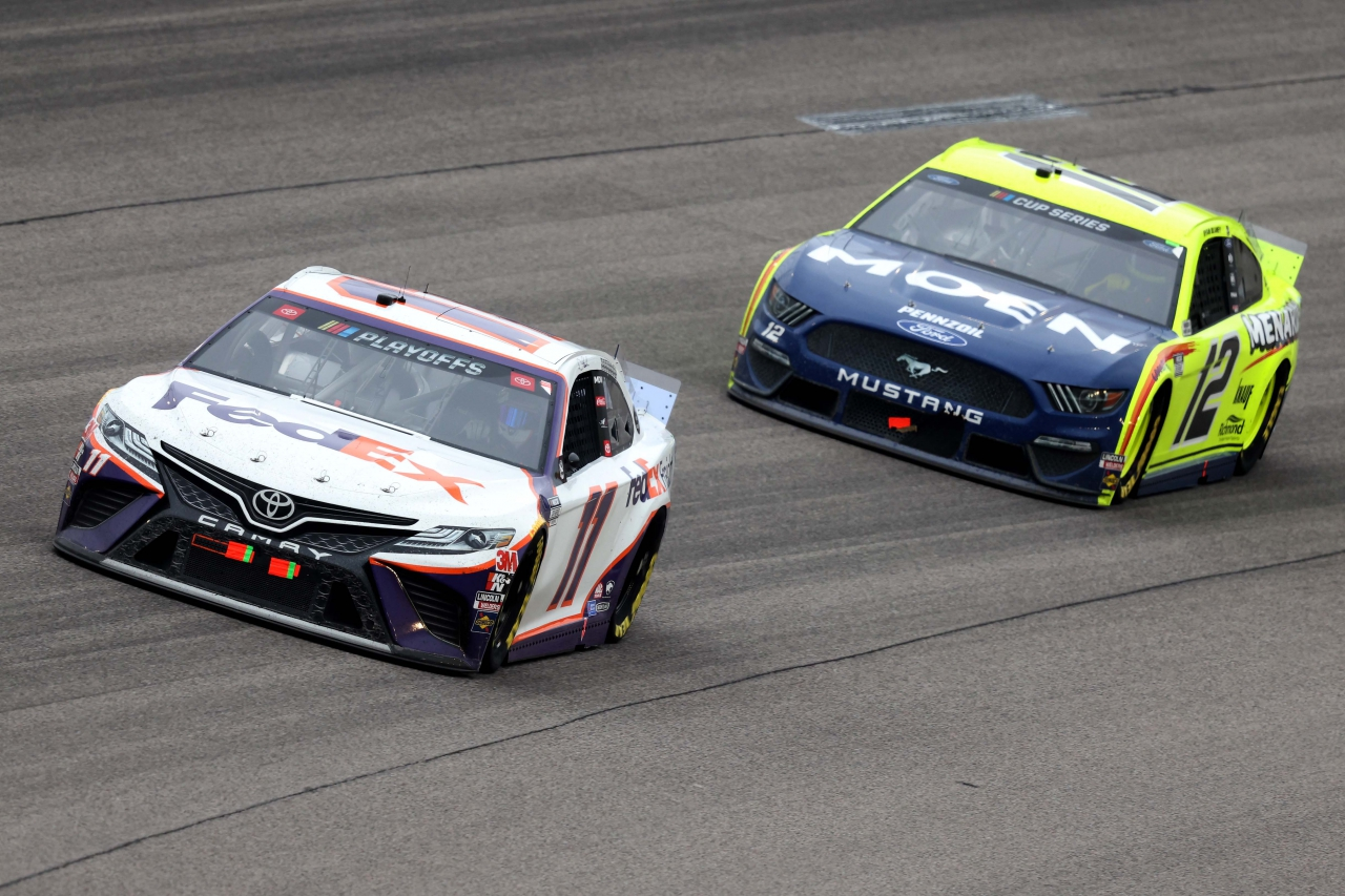 Denny Hamlin and Ryan Blaney at Kansas Speedway - NASCAR Cup Series