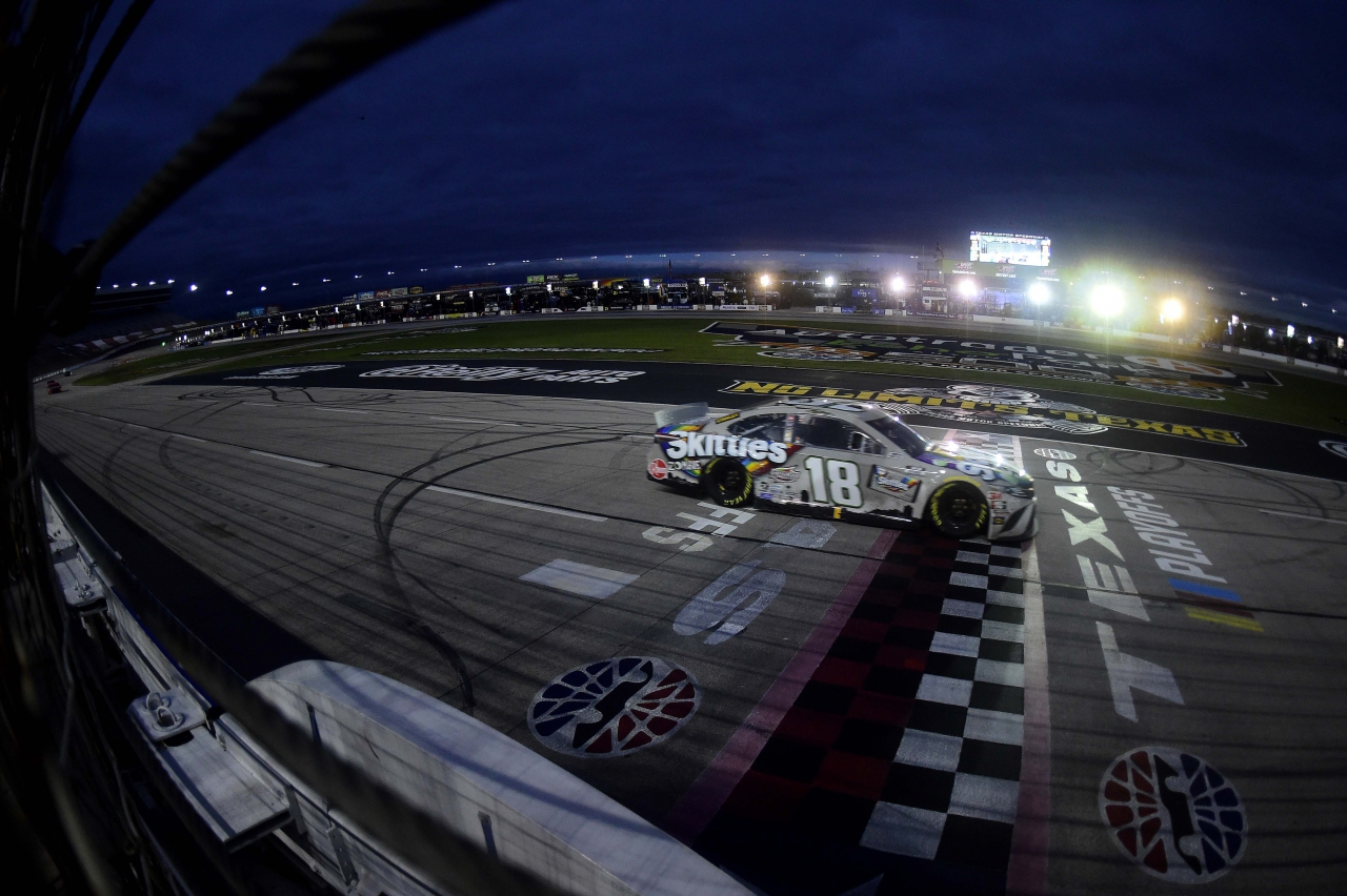 Kyle Busch wins at Texas Motor Speedway - NASCAR Cup Series