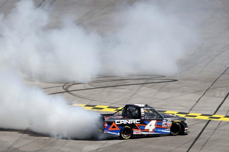 Raphael Lessard hace un agotamiento en Talladega Superspeedway - NASCAR Truck Series