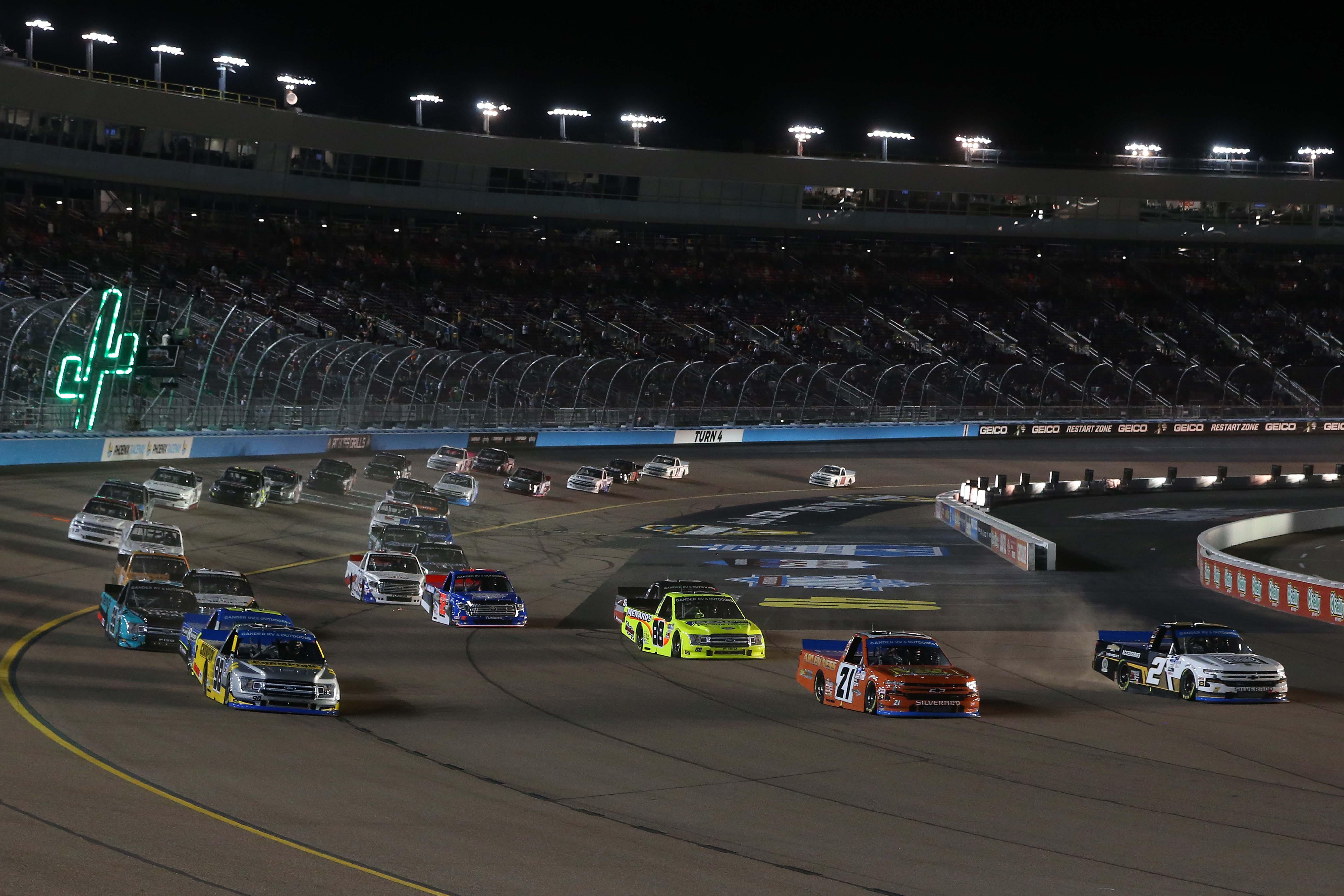 Grant Enfinger, Zane Smith, Sheldon Creed - Three wide at Phoenix Raceway - NASCAR Truck Series