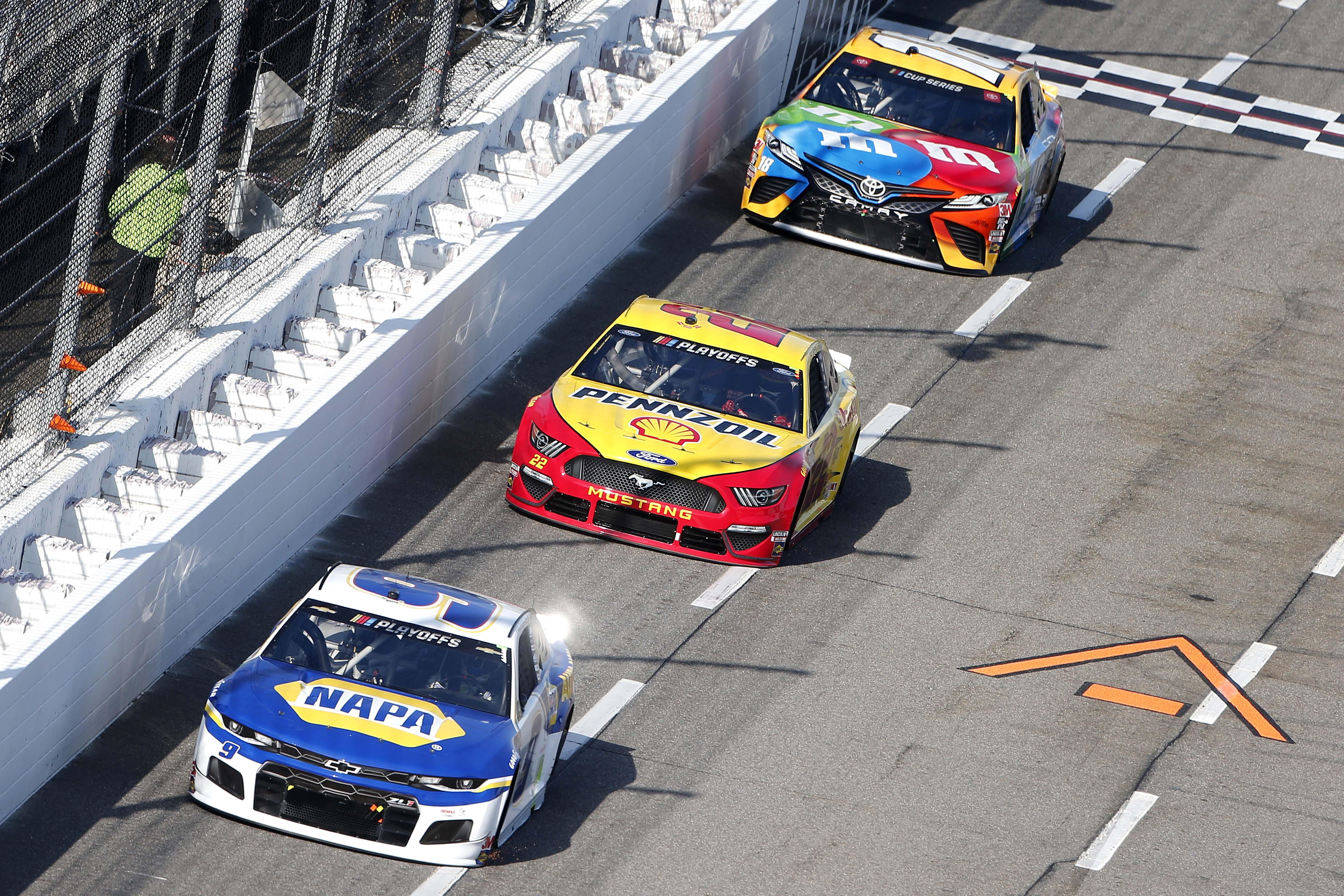 Joey Logano, Kyle Busch and Chase Elliott at Martinsville Speedway - NASCAR Cup Series