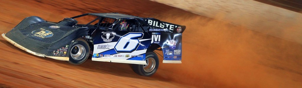 Kyle Larson running late model on Bristol Dirt track