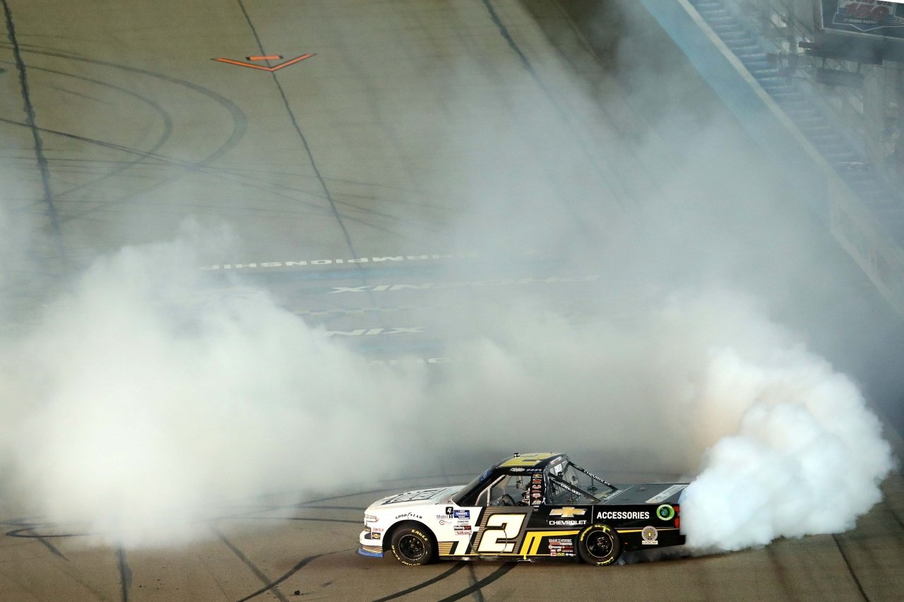 Sheldon Creed wins at Phoenix Raceway - NASCAR Truck Series - 2020 Champion burnouts