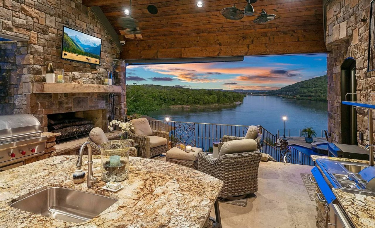 Riverfront home - Tennessee