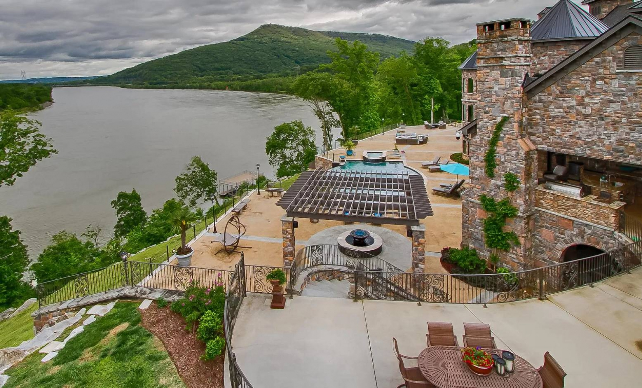 Tennessee mountain mansion for sale