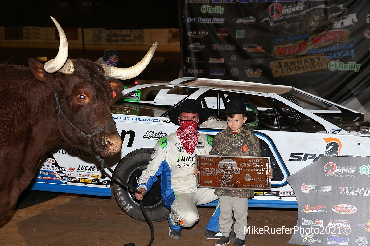 Jonathan Davenport and son in victory lane