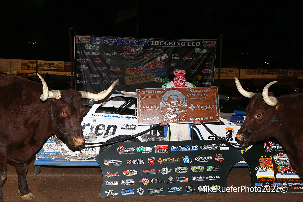 Jonathan Davenport with bulls in victory lane at Wild West Shootout