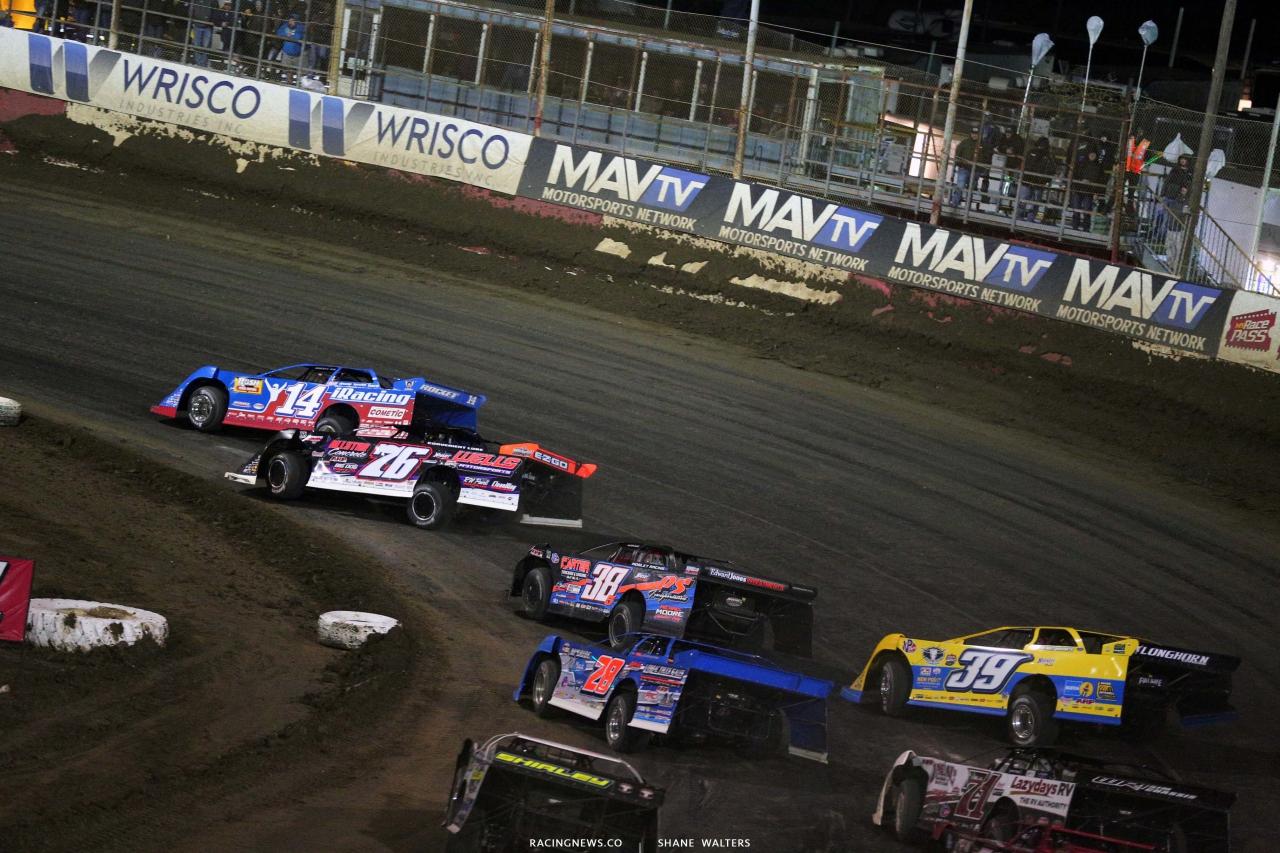 Josh Richards leads Brandon Overton and Mark Whitener at East Bay Raceway Park - Lucas Oil Series 8290