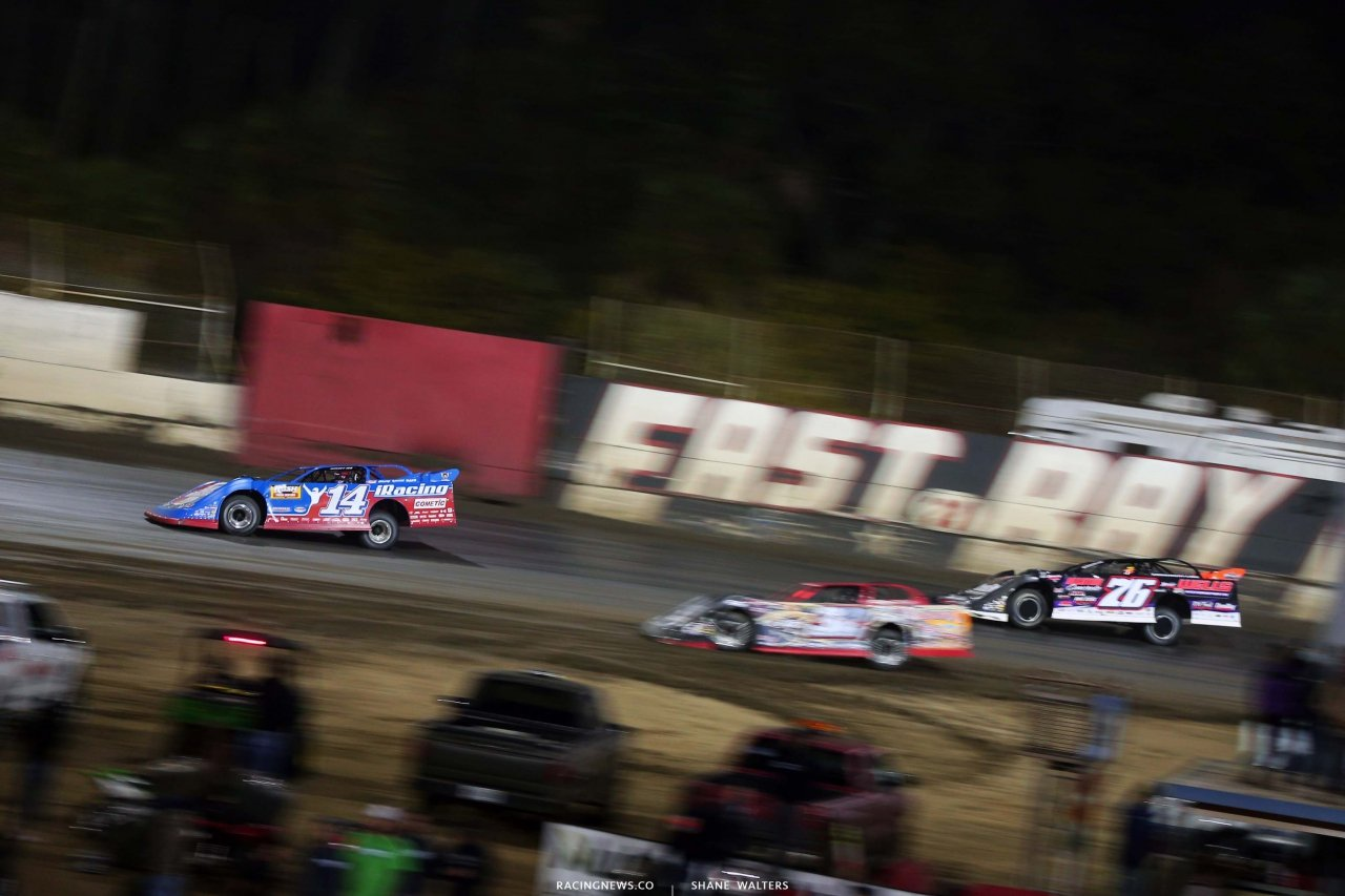 Josh Richards leads Brandon Overton at East Bay Raceway Park - Dirt Late Model Racing 8339