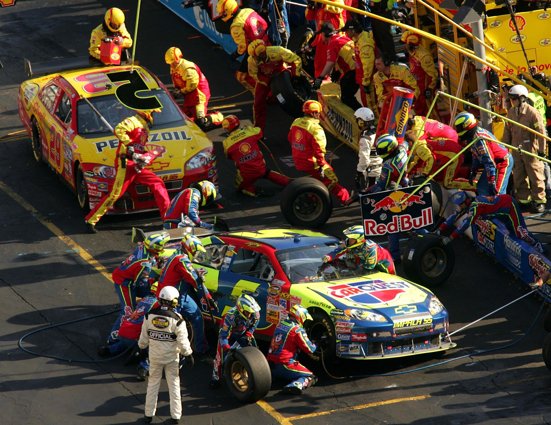 Kyle Busch Pit Stop - First COT race - Bristol Motor Speedway - NASCAR