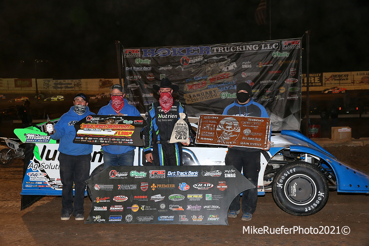 Lance Landers Motorsports in victory lane - Jonathan Davenport
