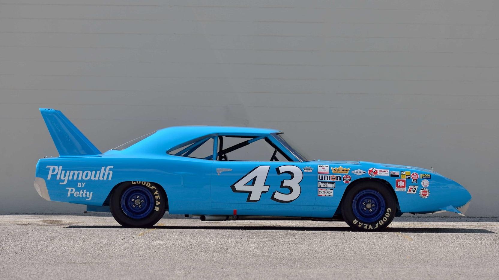 Richard Petty: Garage tour (Video) - Racing News