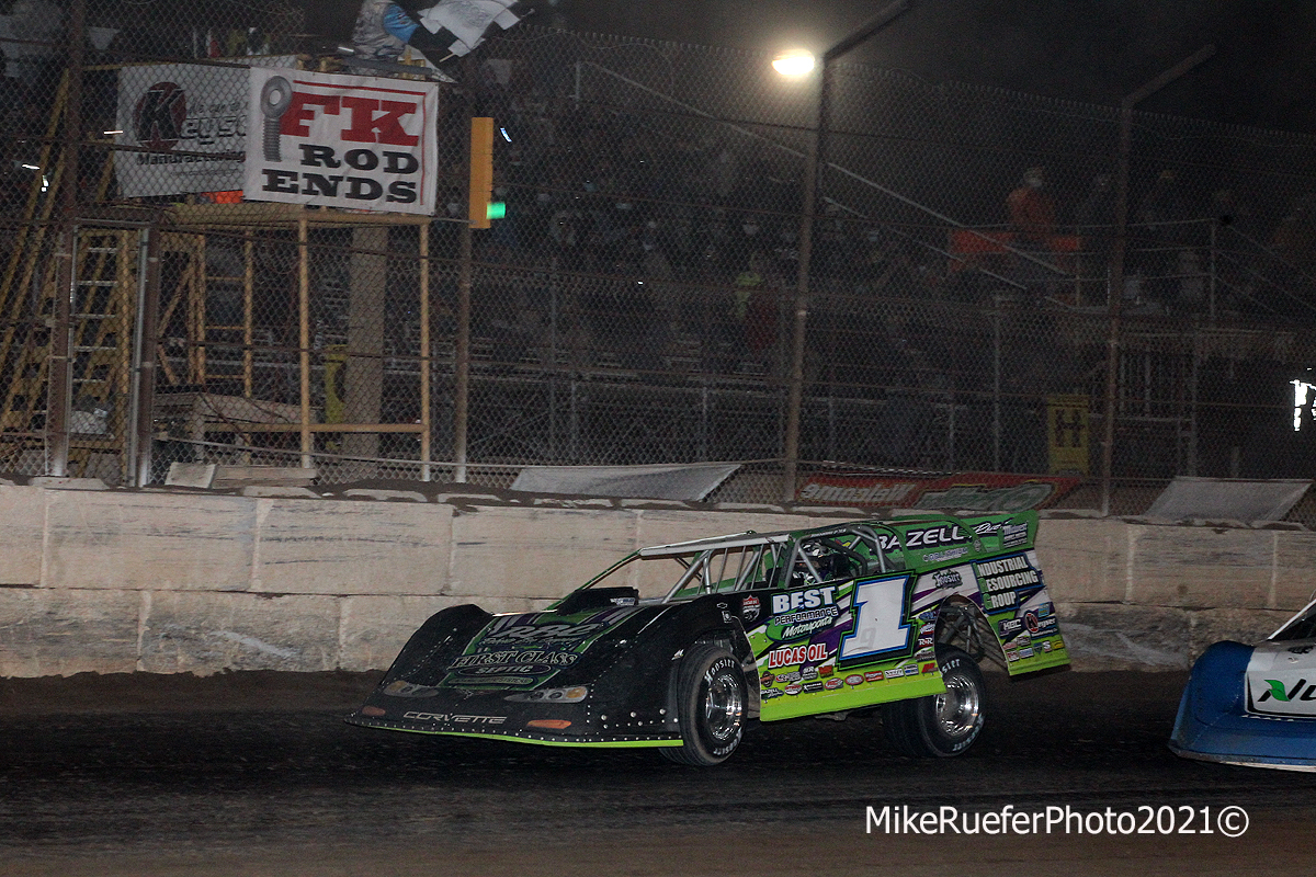 Tyler Erb and Jonathan Davenport race to finish in Wild West Shootout - Arizona Speedway