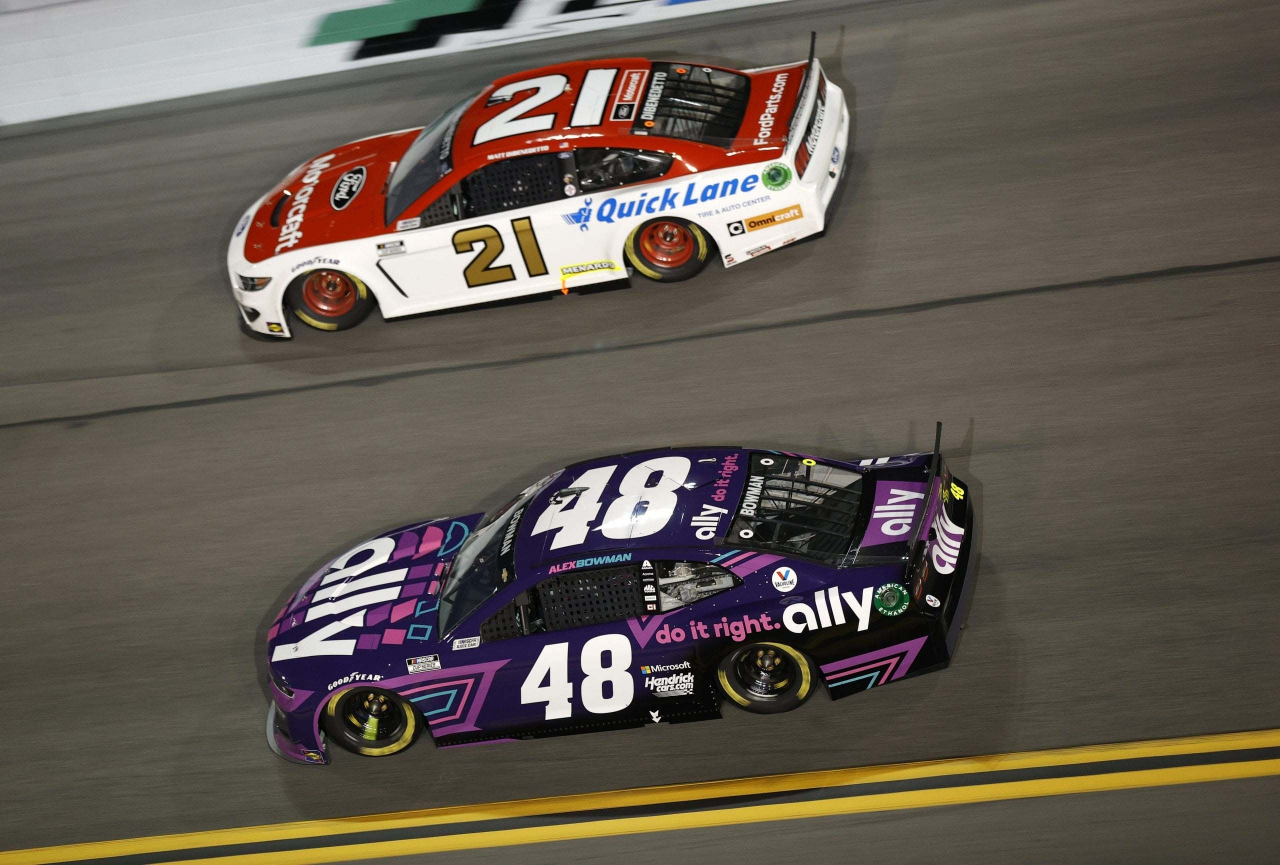 Alex Bowman and Matt DiBenedetto in the Duel at Daytona - NASCAR Cup Series