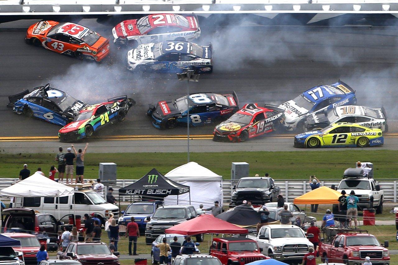 Daytona 500 crash photo - NASCAR Cup Series - Daytona International Speedway