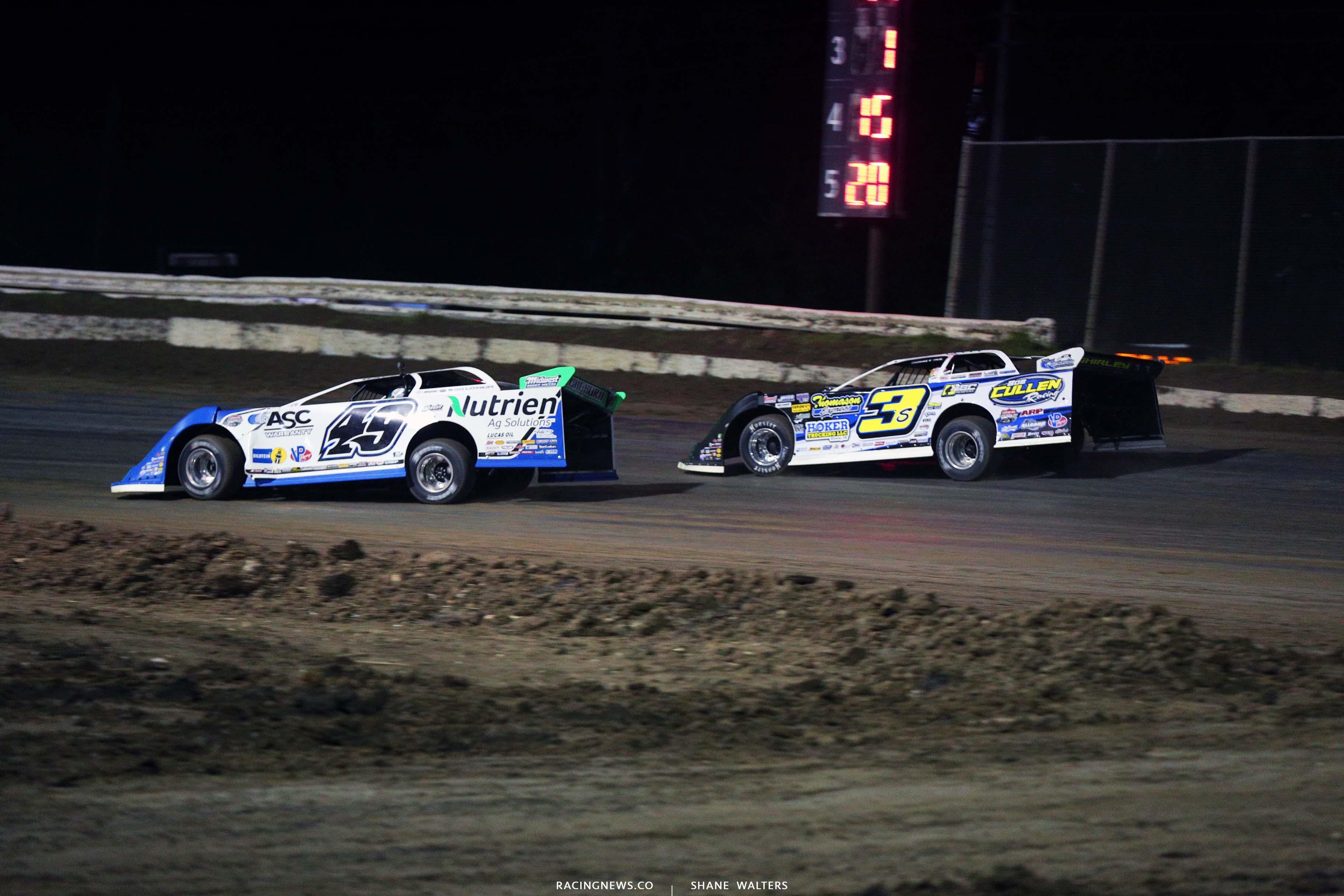 Jonathan Davenport and Brian Shirley at Bubba Raceway Park - Lucas Oil Late Model Dirt Series 9098