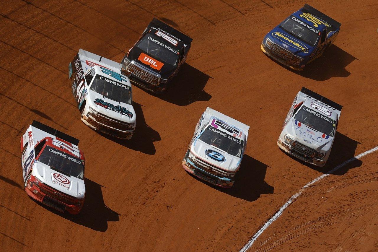 Austin Wayne Self, Kyle Larson, Chandler Smith, Ryan Truex and Chase Briscoe - Bristol Dirt Track - NASCAR Truck Series