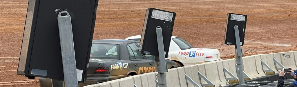 Bristol Dirt Track packer cars crash (Video)