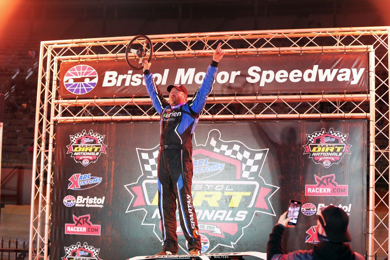Jonathan Davenport wins on the Bristol Motor Speedway Dirt Track 3083