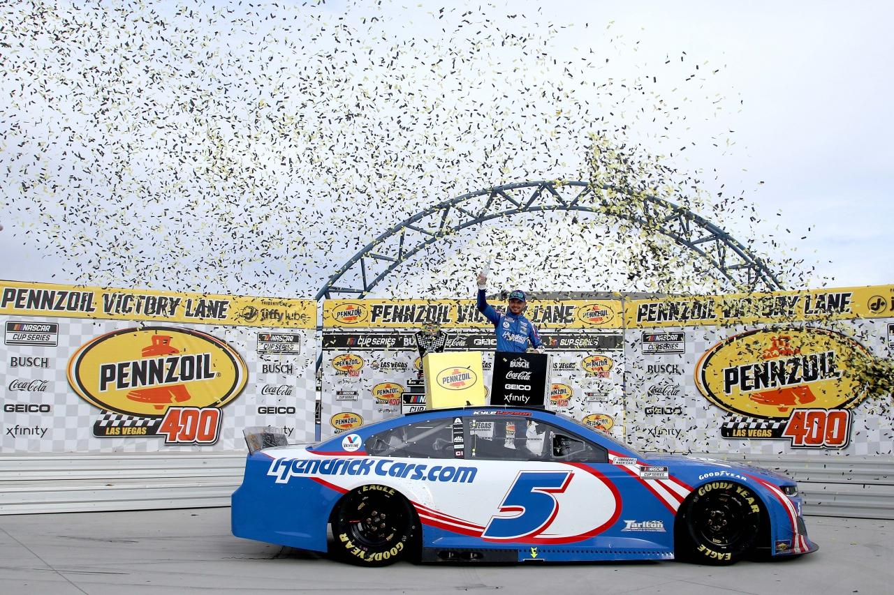 Kyle Larson in victory lane at Las Vegas Motor Speedway - NASCAR Cup Series