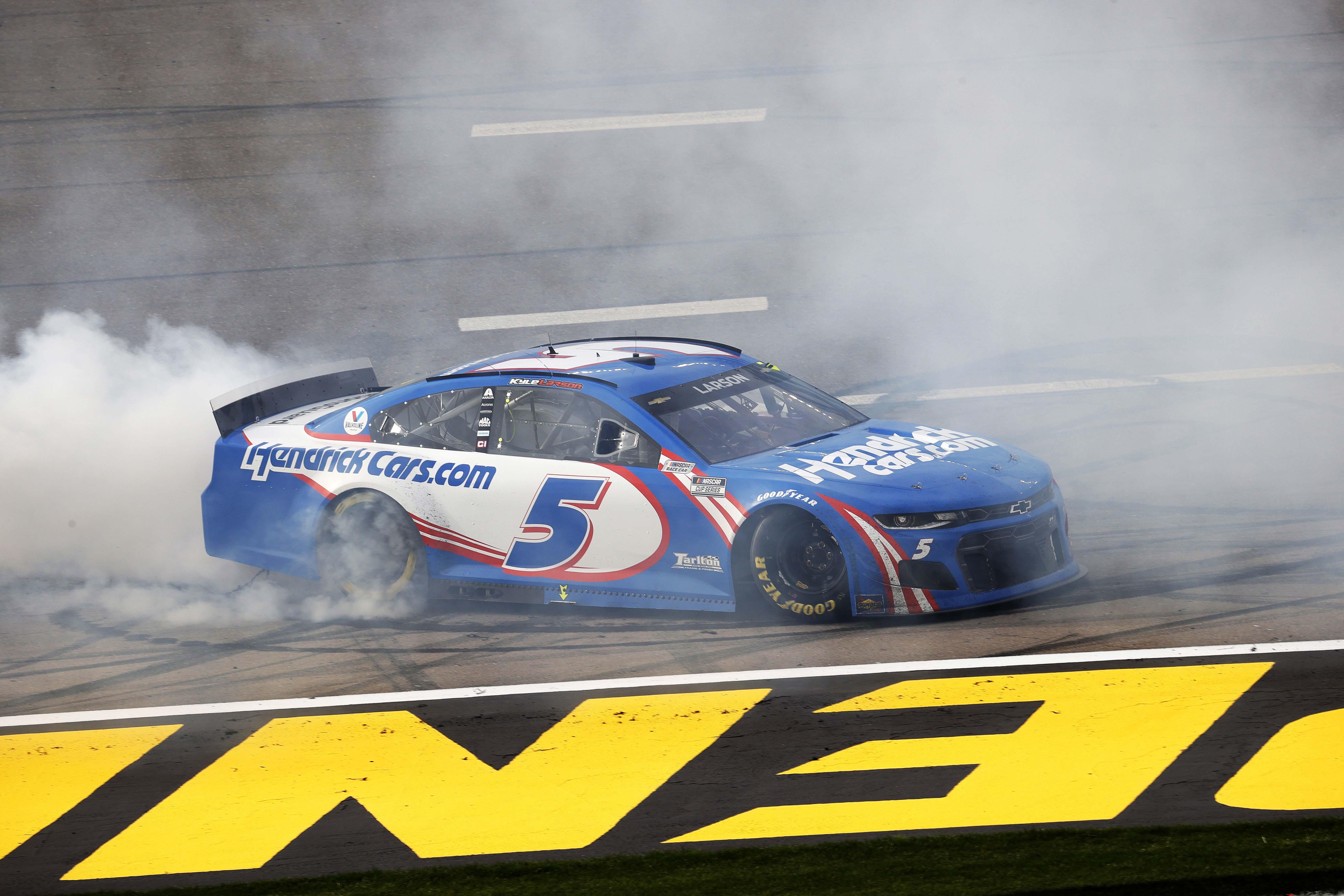 Kyle Larson wins at Las Vegas Motor Speedway - NASCAR Cup Series - Burnout